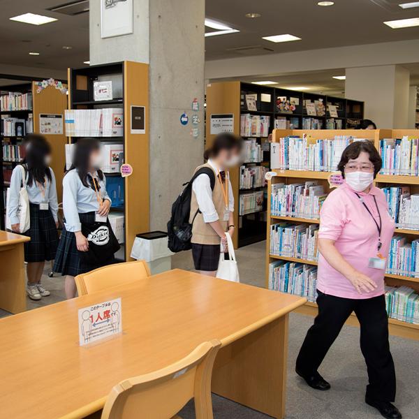 施設自由見学(図書館)